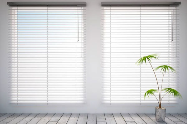 Deciding Between Wood And Plaswood Blinds